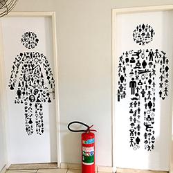 Adesivo decorativo para porta de banheiro