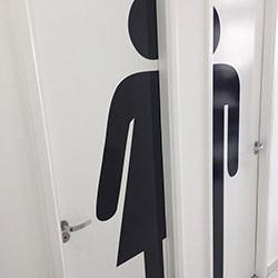 Revestimento adesivo para porta - Banheiros