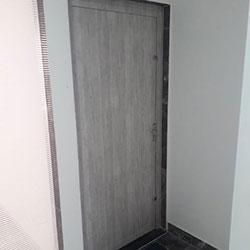 Envelopamento de porta com aço escovado em  São Paulo