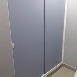 Envelopamento de porta com adesivo de escritório em São Paulo