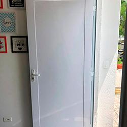 Envelopamento de Porta com Branco Fosco - São Paulo