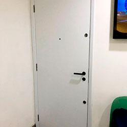 Envelopamento de Porta com Branco Fosco - Centro - São Paulo