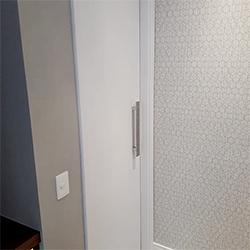 Envelopamento de Porta - Jateado Branco