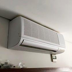Envelopamento de ar condicionado com branco fosco - Itaim Bibi - São Paulo SP