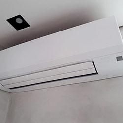 Envelopamento de ar condicionado com Branco Fosco - Pinheiros - São Paulo