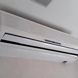 Envelopamento de ar condicionado com branco brilho no Morumbi em São Paulo