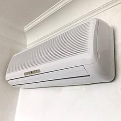 Envelopamento de ar condicionado com branco brilho nas Perdizes em São Paulo