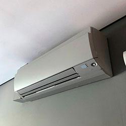 Envelopamento de ar condicionado com Cinza Glacial - Pinheiros - São Paulo