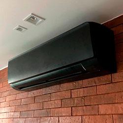 Envelopamento de ar condicionado com Preto Fosco - Vila São Francisco - São Paulo