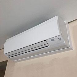 Envelopamento de ar condicionado com branco fosco - Jardim Arpoador - São Paulo