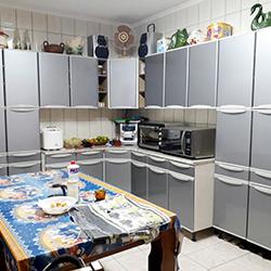 Envelopamento de armário de cozinha com cinza