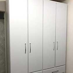 Envelopamento de armário com adesivo branco - Decoração de quarto - São Paulo