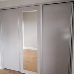 Envelopamento de armário com adesivo cinza - Decoração de quarto - Granja Julieta - São Paulo