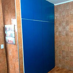 Envelopamento de armário com Azul Indigo - Jd. Cipava - Osasco - SP