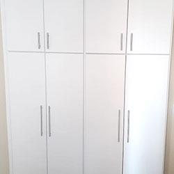 Envelopamento de armários com adesivo branco - Decoração de quarto - São Paulo
