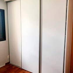 Envelopamento de guarda roupas com Branco Fosco - Vila Andrade - São Paulo