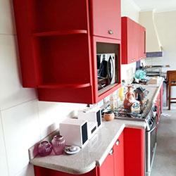 Envelopamento de armário com Vermelho Jateado
