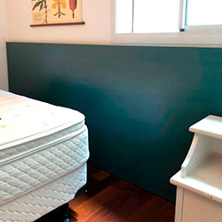 Envelopamento de cabeceira de cama com Pantone - Pinheiros - São Paulo