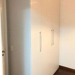 Envelopamento de armário com adesivo branco - Decoração de quarto  - Vila Mariana - São Paulo