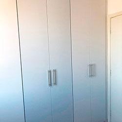 Envelopamento de guarda-roupas com branco fosco - Interlagos - SP