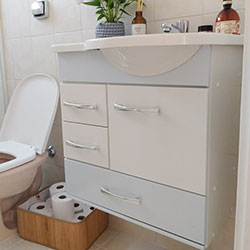 Envelopamento de gabinete de banheiro com branco fosco - Indianápolis - São Paulo