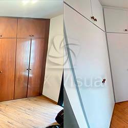 Envelopamento de guarda-roupas com adesivo branco fosco - Antes e Depois - Brooklin - São Paulo