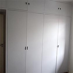 Envelopamento de guarda roupas com branco fosco - Interlagos - São Paulo