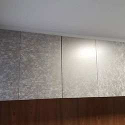 Envelopamento de armário com adesivo cobre - Vila São Francisco - São Paulo