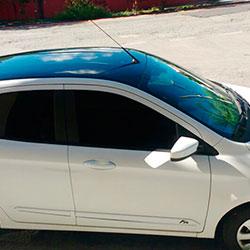 Envelopamento de teto Ford K com preto brilho