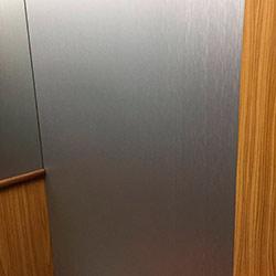 Envelopamento de Elevador com Aço Escovado