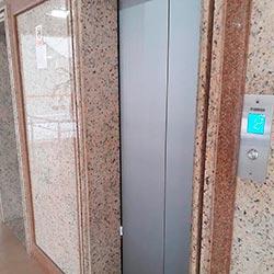 Envelopamento de Porta de Elevador Aço Escovado - Bela Vista - São Paulo