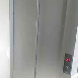 Envelopamento de Elevador na cor Aço Escovado / Inox