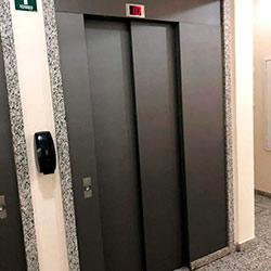 Envelopamento de Elevador com Brushed Graphite - Capão Redondo - São Paulo