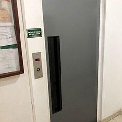Envelopamento de Porta de Elevador com Cinza na Vila Sônia - São Paulo