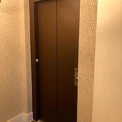 Envelopamento de Porta de Elevador com Marrom Café - Perdizes - São Paulo