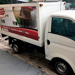 Envelopamento de Caminhão Baú HR em SP