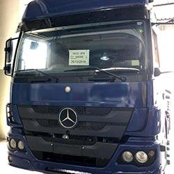 Envelopamento cabine de caminhão Mercedez com Dark Blue - São Paulo