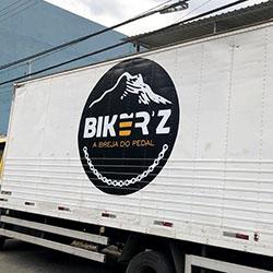 Impressão e aplicação de adesivo em caminhão para empresa em São Paulo