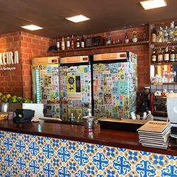 Envelopamento geladeira expositora Bar Macaxeira