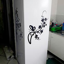 Envelopamento de geladeira com flores em recorte