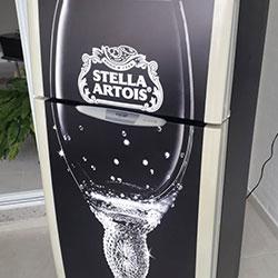 Envelopamento de geladeira com tema de Stella Artois - São Paulo