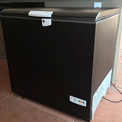 Envelopamento de freezer com adesivo preto fosco