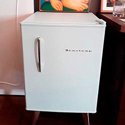 Envelopamento de frigobar com Branco Fosco - Av. Paulista - São Paulo