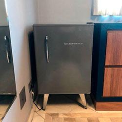 Envelopamento de frigobar com Cinza Escuro - Moema - SP