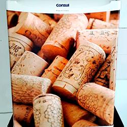 Envelopamento de frigobar com imagem de Rolhas