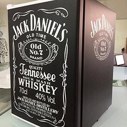 Envelopamento de Frigobar com Jack Daniels