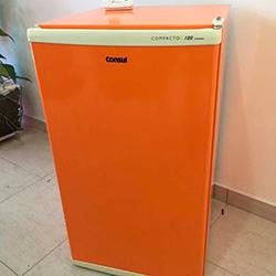 Envelopamento de frigobar laranja em SP