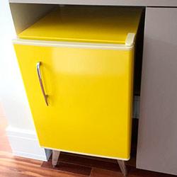 Envelopamento de frigobar brastemp retro com amarelo milano
