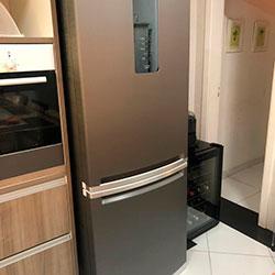 Envelopamento de geladeira com Brushed Graphite - Granja Viana - São Paulo
