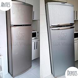 Envelopamento de geladeira com Aço Escovado - Antes e depois